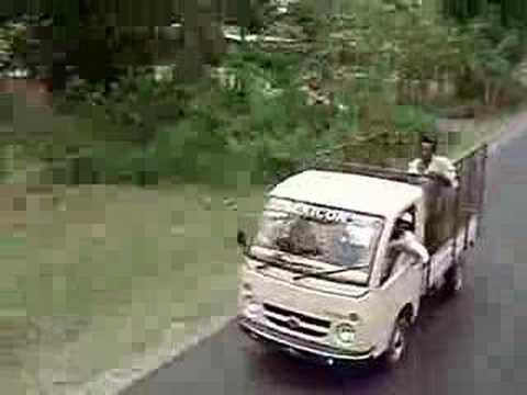 389. Jazda na dachu autokaru w Indiach