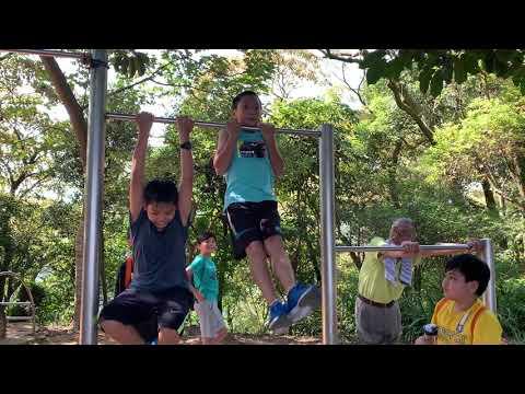 南勢角山健行之小猴子吊單槓 - YouTube