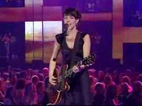 feist-mushaboom-live-at-the-2005-juno-awards-cozenimus
