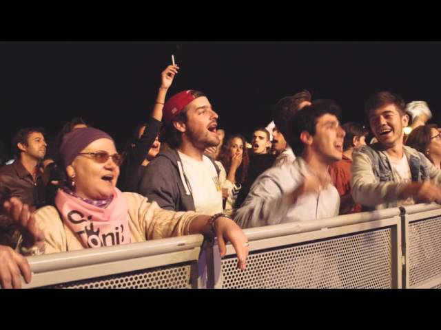 Vídeo de la versión de Un beso Y Una Flor de Gin Toni's