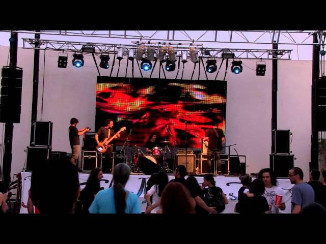 Vídeo de un concierto de Superfortress.