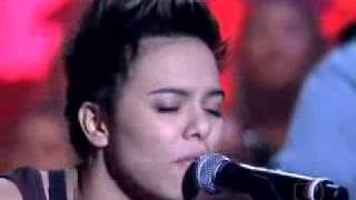 Maria Gadú canta 'Lanterna dos Afogados' no Som Brasil Paralamas do Sucesso