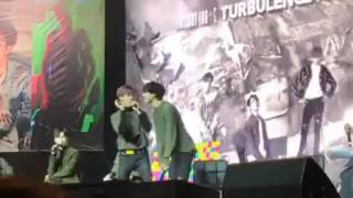 161211 - GOT7 ( yugyeom & bambam ) Pen Pineapple Apple Pen Turbulence in Singapore
