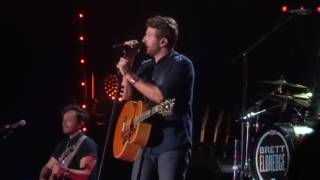 "Brett Eldredge sings new song ""The Long Way"" live at CMA Fest"