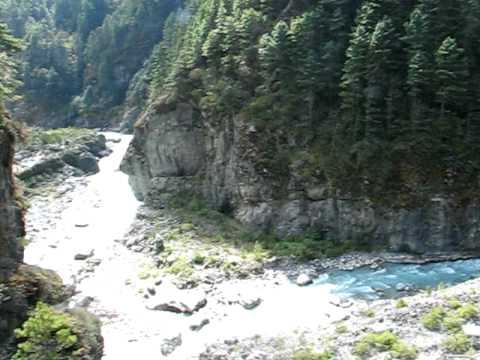 Bridge over Dudh Kosi river