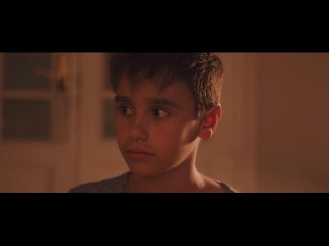 """Videoclip oficial de """"Arde la Kalle"""", canción perteneciente al álbum homónimo."""