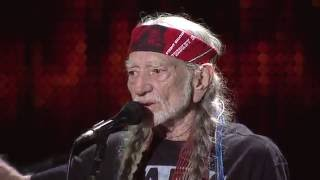 Willie Nelson & Family – Roll Me Up and Smoke Me When I Die (Live at Farm Aid 2016)