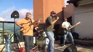 Banda Zoombeedoo tocando cover de Cássia Eller - Malandragem