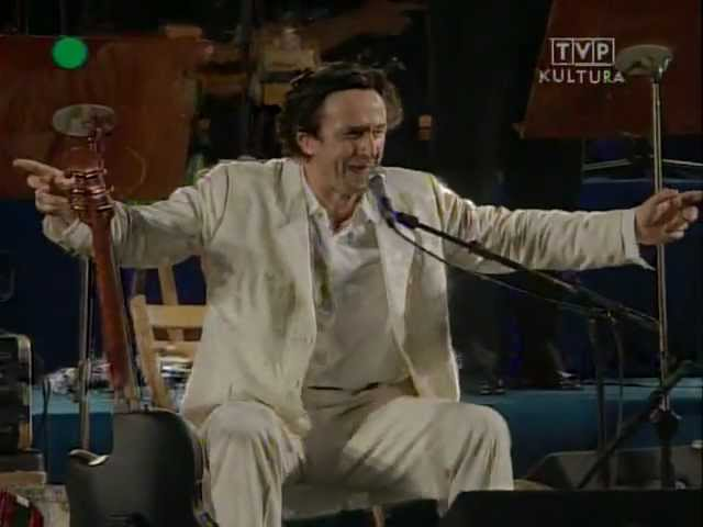 Video en directo de Goran Bregovic tocando ''Kalashnikov'' en Poznán (1997).