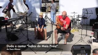 "Duda a cantar ""Índios da meia praia"" de Zeca Afonso"