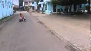 Radella Anidya Putri Belajar Naik Sepeda Onthel