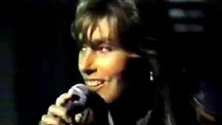 "Laura Branigan - ""Dim All The Lights"" LIVE [cc] (1995)"