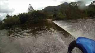 Passando de moto dentro do Rio São João Garuva, ponte submersa