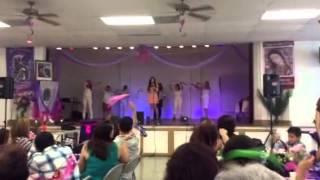 Sheila cantando Brillo de Mujer