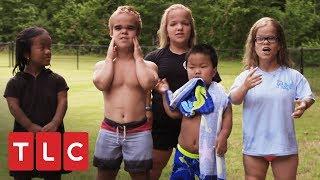 Um dia divertido na piscina! | Os Pequenos Johnstons | TLC Brasil