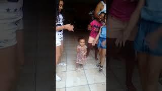 Sofia dançando funk
