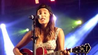 """Mia Rose """"Qualquer Coisa"""" ao vivo"""