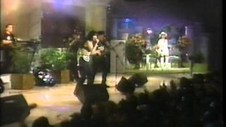 Selena Y Los Dinos - Live - La Carcacha with Credits.wmv