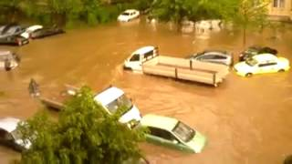 VIDEO. Ploaie In Bucuresti - Masini Lovite