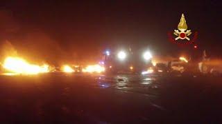 Incendio nel porto di Savona: le Maserati distrutte dalle fiamme