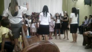 Culto das crianças,crianças cantando renove a minha pedra ,Da igreja AD