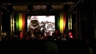 Damian Marley singing War @ 40 Years of Smile Jamaica Festival - Kingston (Jamaica)