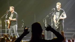 Nickelback - Savin' Me ( live in Prague 2013 )