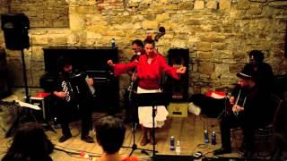 Dona FLor - Los Peces (Lhasa De Sela) - Live