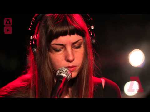 emma-ruth-rundle-your-card-the-sun-run-forever-audiotree-live-audiotreetv