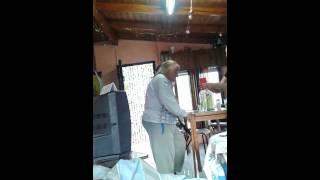 Abuela bailando marama