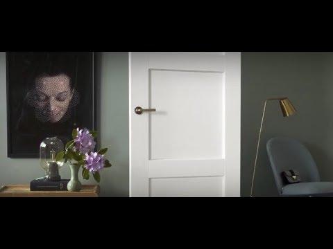 Näin maalaat ovet, ikkunat tai listat Helmi Listavalkoisella. Lue lisää www.tikkurila.fi/helmilistavalkoinen.