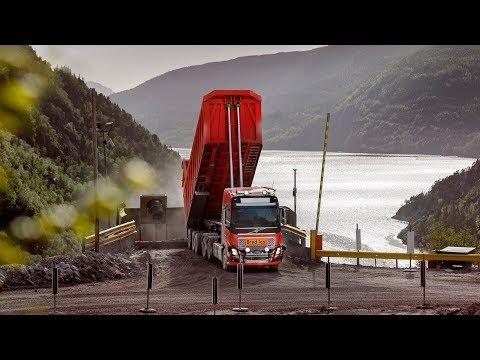 Volvo Trucks - Volvo Trucks provides autonomous limestone transport in Norway
