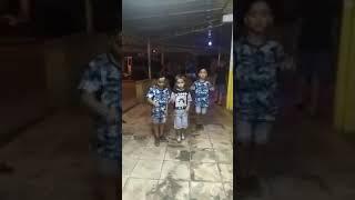 Crianças dançando MC Doguinho