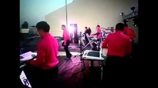 El Fenomeno De Queretaro-Volvere Live 2013
