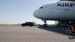 Porsche Cayenne bate recorde e puxa maior avião de passageiros