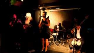 KIKI & ThE wHeEl SisteRS -RUMBERO EN LA LUNA- LIVE 18.5.15