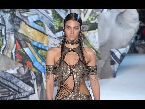 ALEXANDER MCQUEEN Spring Summer 2019 Highlights Paris - Fashion Channel