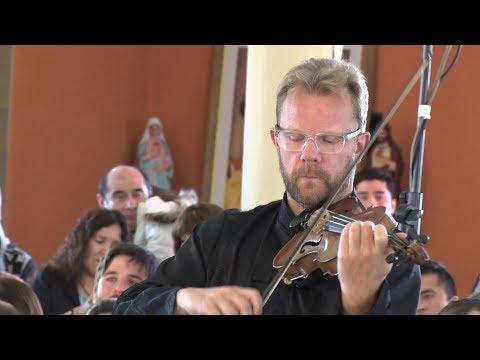 """Jonathan Burnett: """"Hay muy pocos lugares en el mundo donde se dan clases gratuitas de música"""""""
