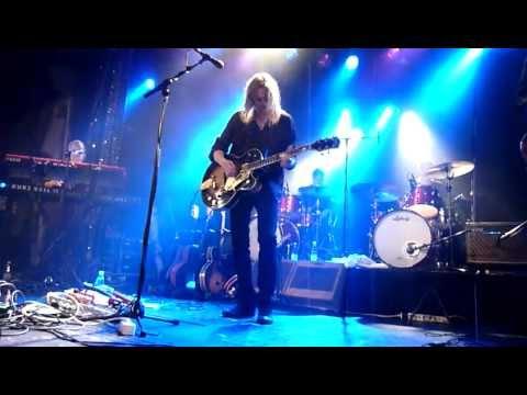 anssi-kela-milla-live-virgin-oil-7102011-apollionaire