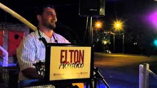 Na Hora da Raiva cantada por Elton Acústico na Fábrica 1