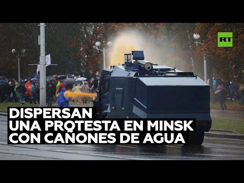 Policía dispersa a manifestantes en Minsk con cañones de agua