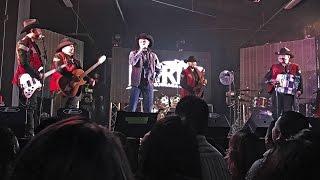 """Russian tourist sings """"Mexico Lindo"""" with """"La Fiera de Ojinaga"""""""
