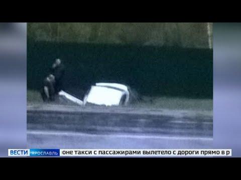 В Ярославском районе такси с пассажирами вылетело с дороги прямо в реку Туношонку