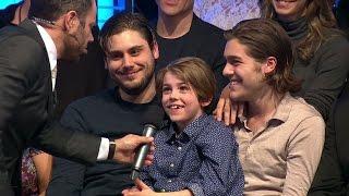 Bianca Ingrossos bröder hälsar till syrran från publiken - Let's Dance (TV4)