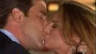 Dame Chocolate/ Bruce roba un beso a Violeta