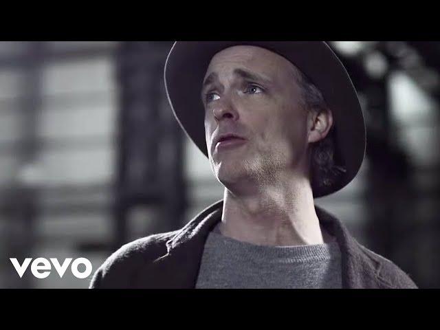 Video oficial de Where you stand de Travis