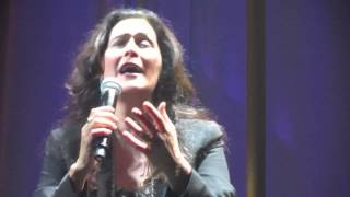 "Joanna canta ""Olhos nos olhos"", de Chico Buarque, na Terra da Garoa"