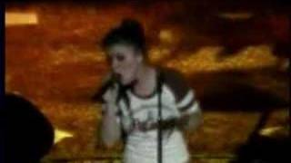 KELLY CLARKSON A MOMENT LIKE THIS LIVE IN CONCERT