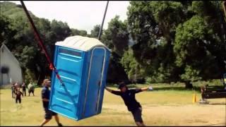 jackass 3D baño volador