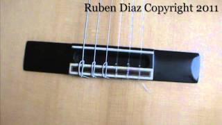 Cual es la diferencia entre un puente de guitarra clasica y una de flamenca / GFC Malaga Ruben Diaz